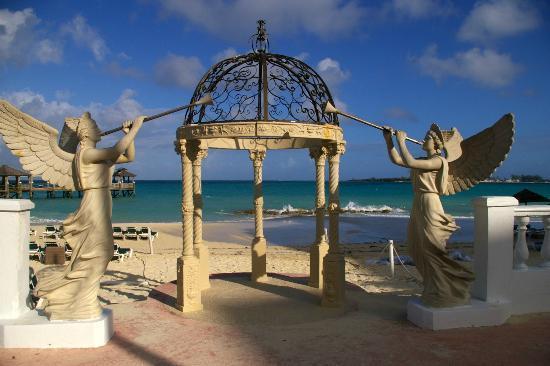 Sandals Royal Bahamian Spa Resort & Offshore Island: WEDDING GAZEBO