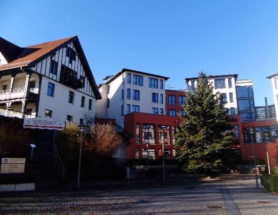 Hotel Esplanade Resort & Spa: Ein kleiner Teil des Esplande-re.- mit anschließendem Dependance-lks.-