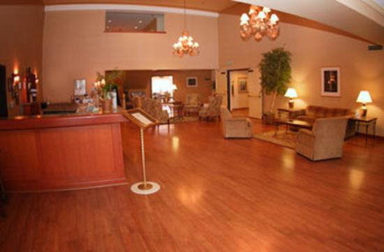 Holiday Inn Express Port Hueneme: Lobby