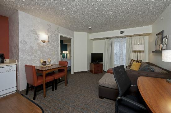 Residence Inn Indianapolis Northwest: Modern King Suite w/ Kitchen and Living Area