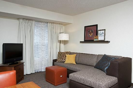 Residence Inn Indianapolis Northwest: Two-Room Suite Living Area