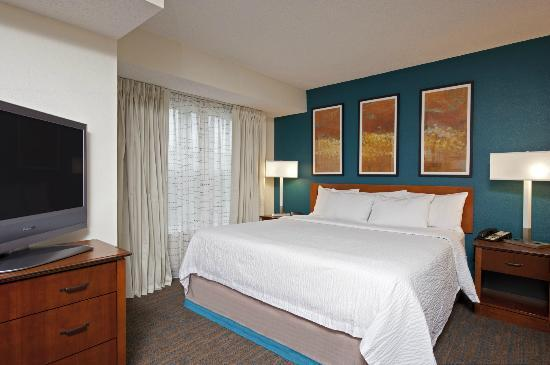 Residence Inn Indianapolis Northwest: Modern King Guest Room