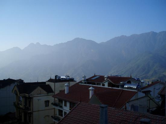 Sapa Queen Hotel: View from room of Mount Fansipan