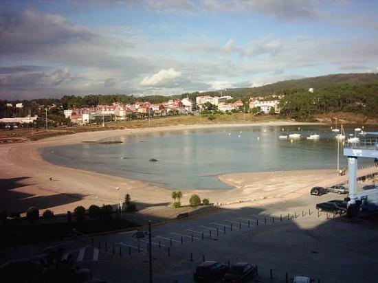 Hotel Varadoiro: Vista de la playa de Portonovo desde las habitaciones del hotel