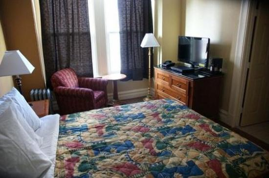 Yale Hotel: Bed
