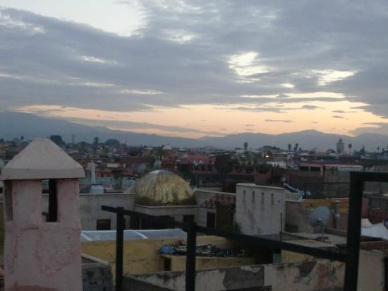 Riad Venezia : View of Marrakechi roofs with Atlas mountains on the horizon at dusk
