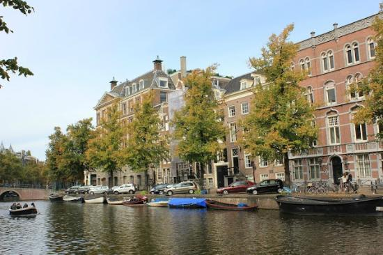 Hotel Keizershof: the canal in front of the hotel