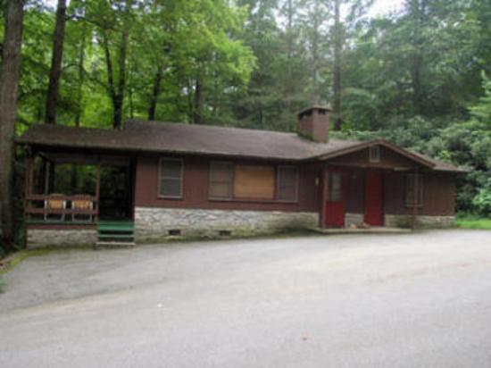 Twinbrook Resort: Cabin Exterior