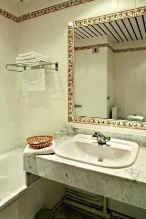 L'Orangerie du Chateau des Reynats: Bathroom