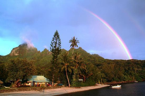 Linareva Moorea Beach Resort: arc en ciel et couché de soleil