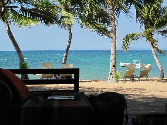Eden Lodge: Vista da praia