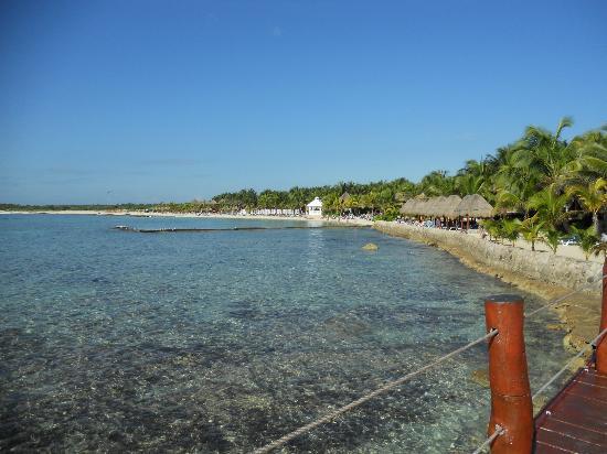 Sensimar Seaside Suites & Spa: Rocky beach.