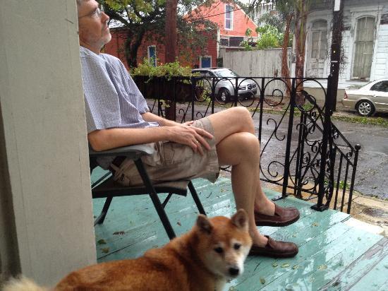 La Dauphine B&B: Front porch