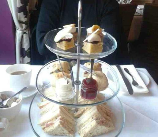 The Tower Hotel: Nom