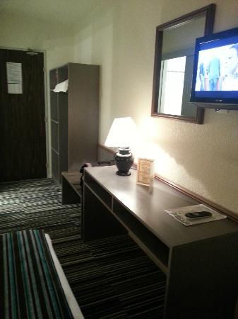 Hotel Bollaert: L'espace de travail dans la chambre