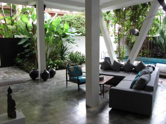 ไวรอธส์ โฮเต็ล: Lobby, Lounge