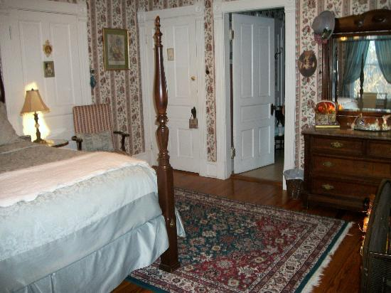 Belle Hearth Bed and Breakfast: Orchid Room