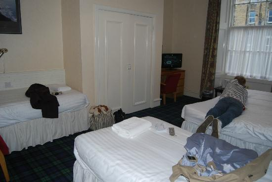 Cairn Hotel Edinburgh: our room - 316
