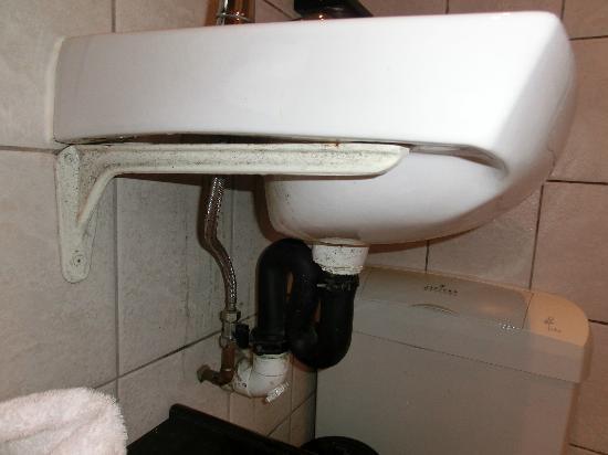 HoneyPot B&B: Waschbecken - lange nicht mehr geputzt