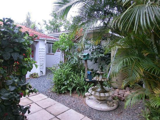 HoneyPot B&B: Garten - schöne Anlage