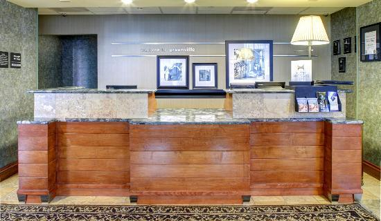 Hampton Inn & Suites Greenville - Downtown - Riverplace: Front Desk