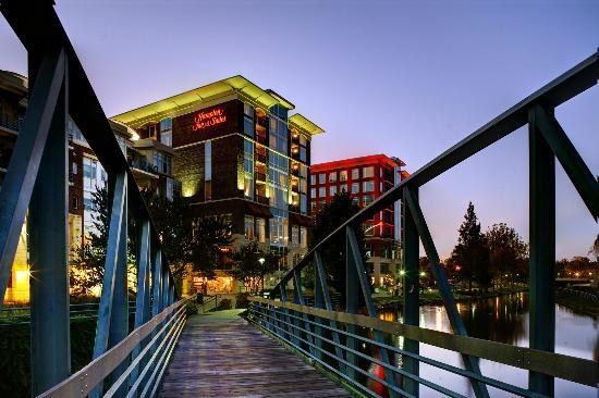 Hampton Inn & Suites Greenville - Downtown - Riverplace: Exterior at Night with Bridge