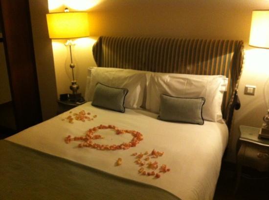 Dylan Hotel: rose petals