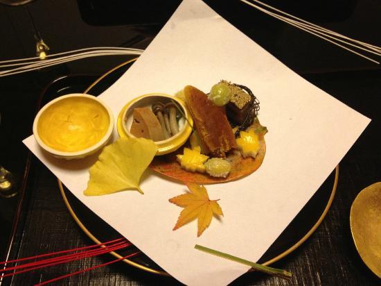 Kikunoi: various seafood