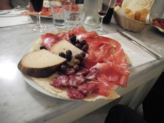 La Botteghina: Salumi e pecorino