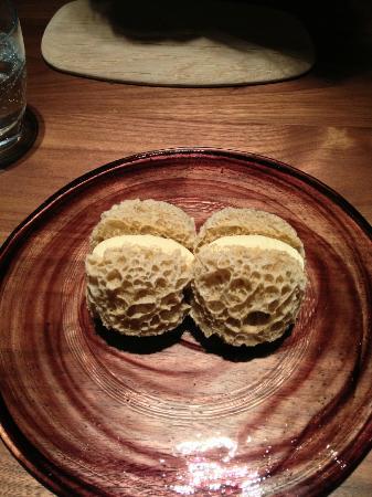 Fujiya 1935: truffle sponge bread