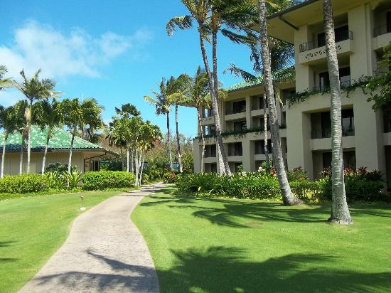 The Villas at Poipu Kai: Walking path to the beach!