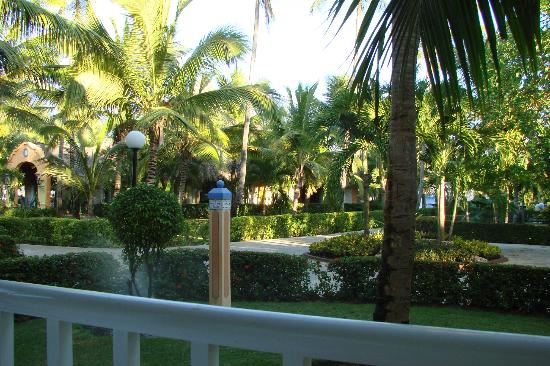 Grand Bahia Principe Punta Cana: View from the balcony relaxing after a day in the sun.