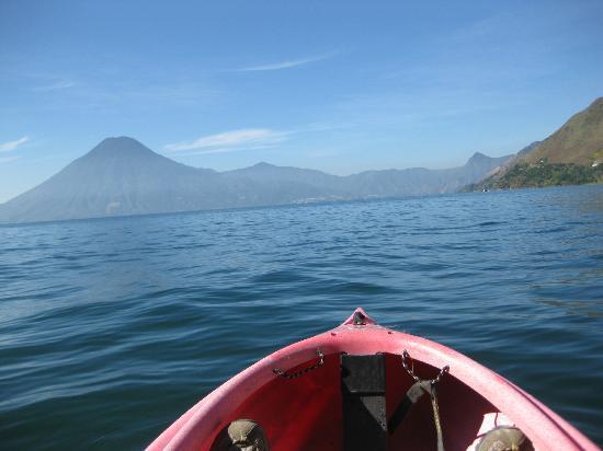 Voltan Adventures : kayaking on Lake Atitlan