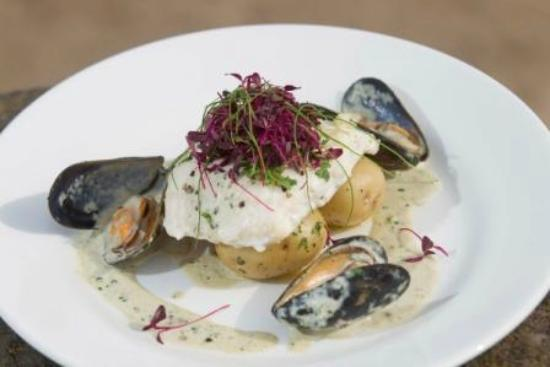 Ship Inn: Halibut with Mussels
