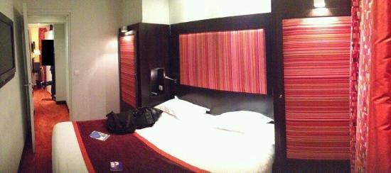 Hotel Courcelles Etoile : panoramique de la chambre