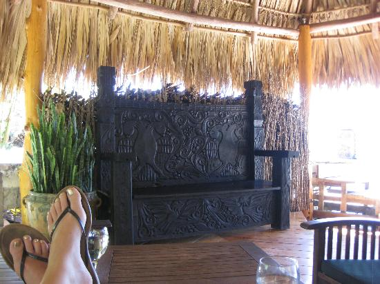 Laguna Lodge Eco-Resort & Nature Reserve: one of the many shared sitting areas