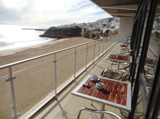 Hotel Sol e Mar: Hotel Lounge balcony
