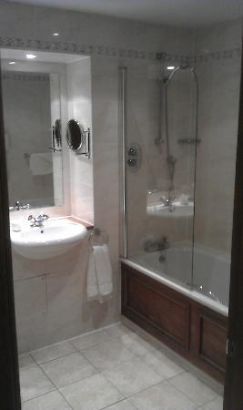Macdonald Crutherland House: Spotless Bathroom