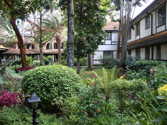 Southern Sun Mayfair Nairobi: Jardins internos do hotel