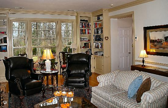 Foxfield Inn: Cozy living area