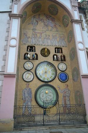 Astronomical Clock : It's so hard to stop all turist for a while to take this picture))