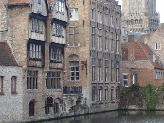 Hotel Bourgoensch Hof: Canal Side
