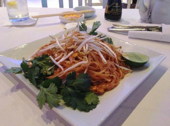 Sushi House - North Miami Beach: Chicken Pad Thai