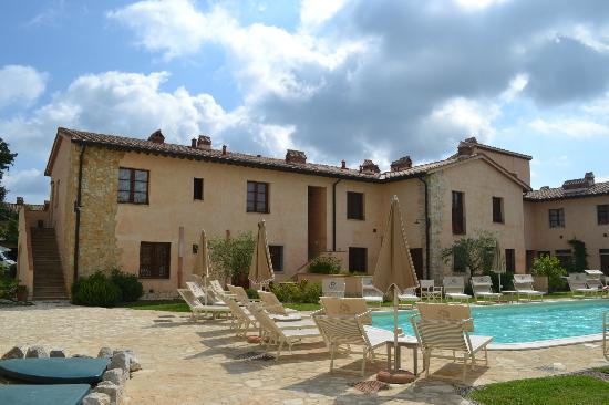Borgo la Fornace: Accomodation and terrace