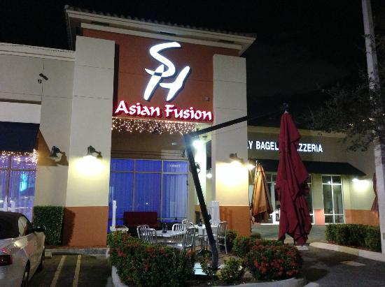 Sushi House - North Miami Beach: Storefront