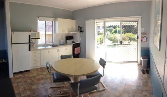 Ballina Leisure Lee Holiday Apartments: kitchen dining area