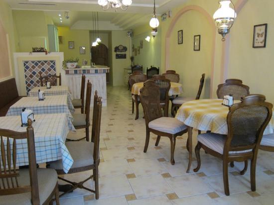 Fazhana B&B : 簡單而舒適的用餐區