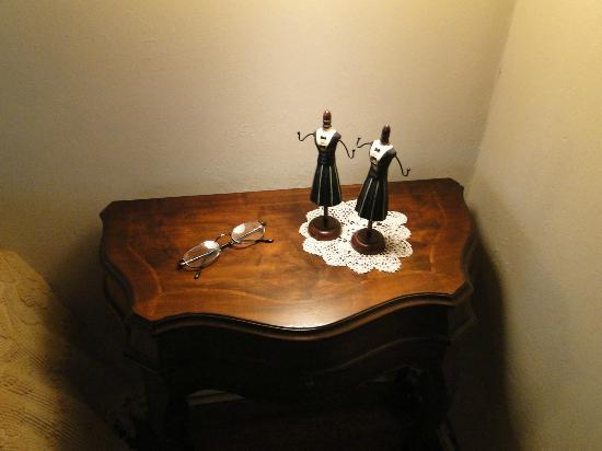 Casa do Romualdo: Detalles en la mesa de noche