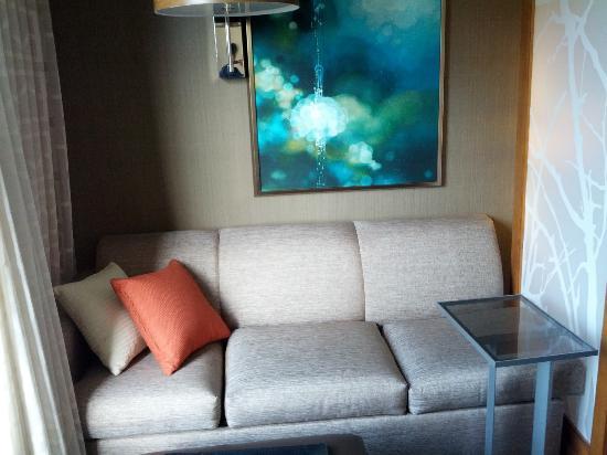 Hyatt Place San Jose/Downtown: Room 911 Sitting Area
