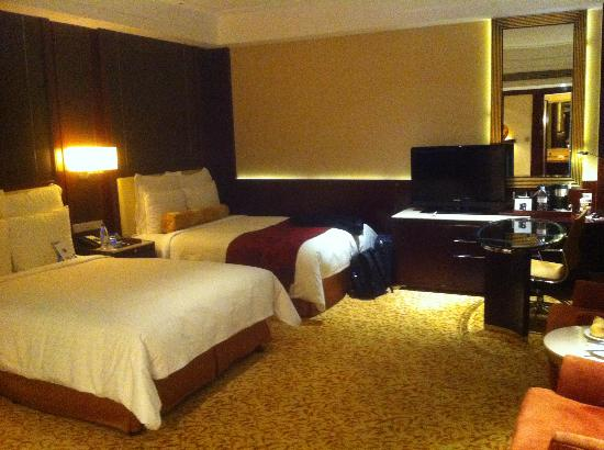 JW Marriott Hotel Shanghai Changfeng Park: Spacious twin bed standard room